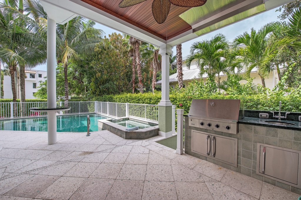 85 13th Avenue S Naples FL-print-011-14-OutdoorKitchen-2896x1933-300dpi.jpg
