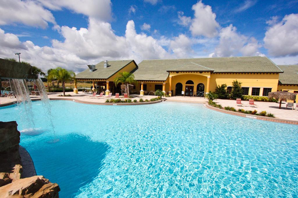 Paradise Palms pool