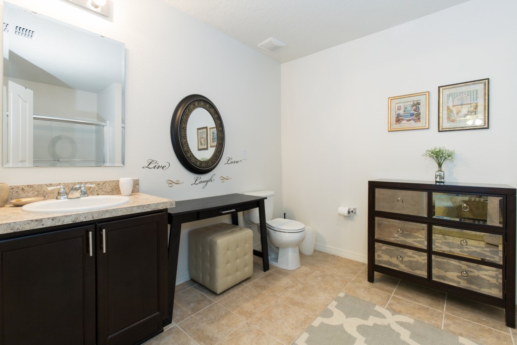 Bathroom 2 (Master Suite)