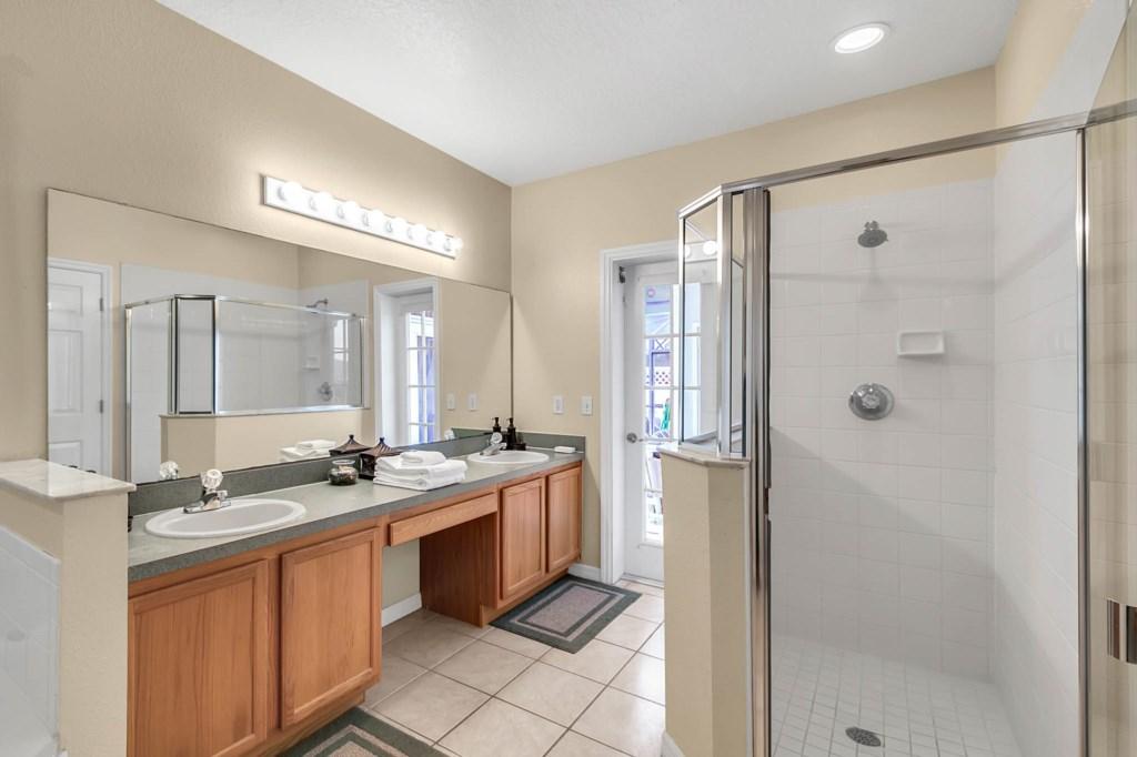 2853-Blooming-Alamanda-Loop--Kissimmee--FL-34747----18---Master-Bathroom.jpg