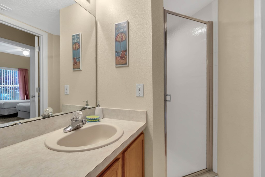 2853-Blooming-Alamanda-Loop--Kissimmee--FL-34747----21---Bathroom.jpg