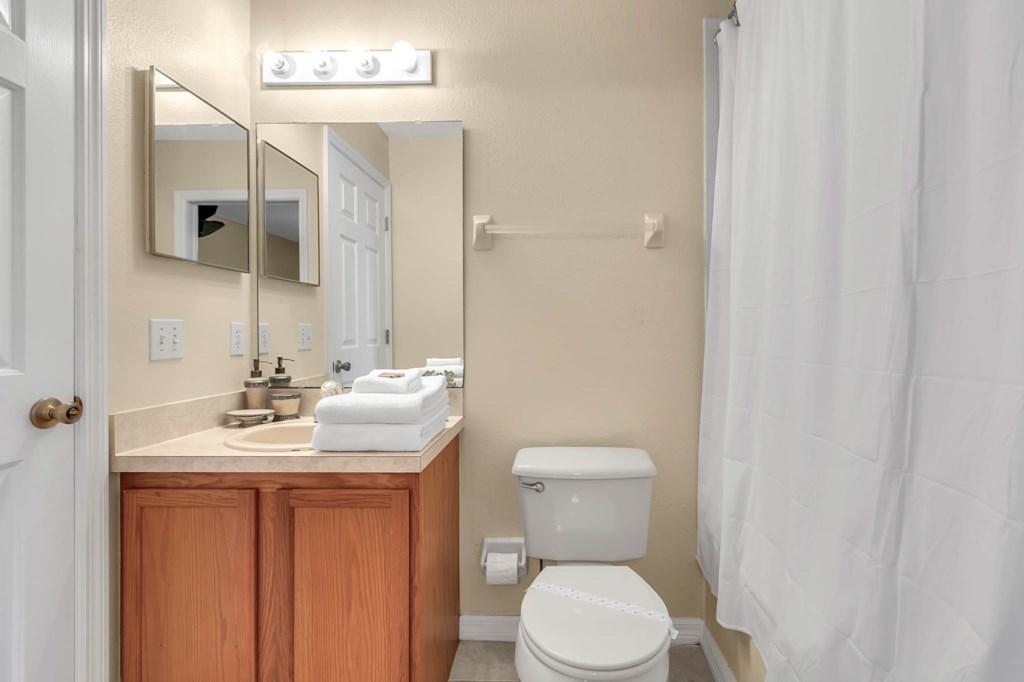 2853-Blooming-Alamanda-Loop--Kissimmee--FL-34747----24---Bathroom.jpg