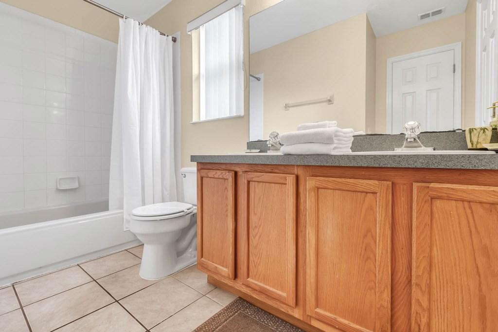 2853-Blooming-Alamanda-Loop--Kissimmee--FL-34747----27---Bathroom.jpg