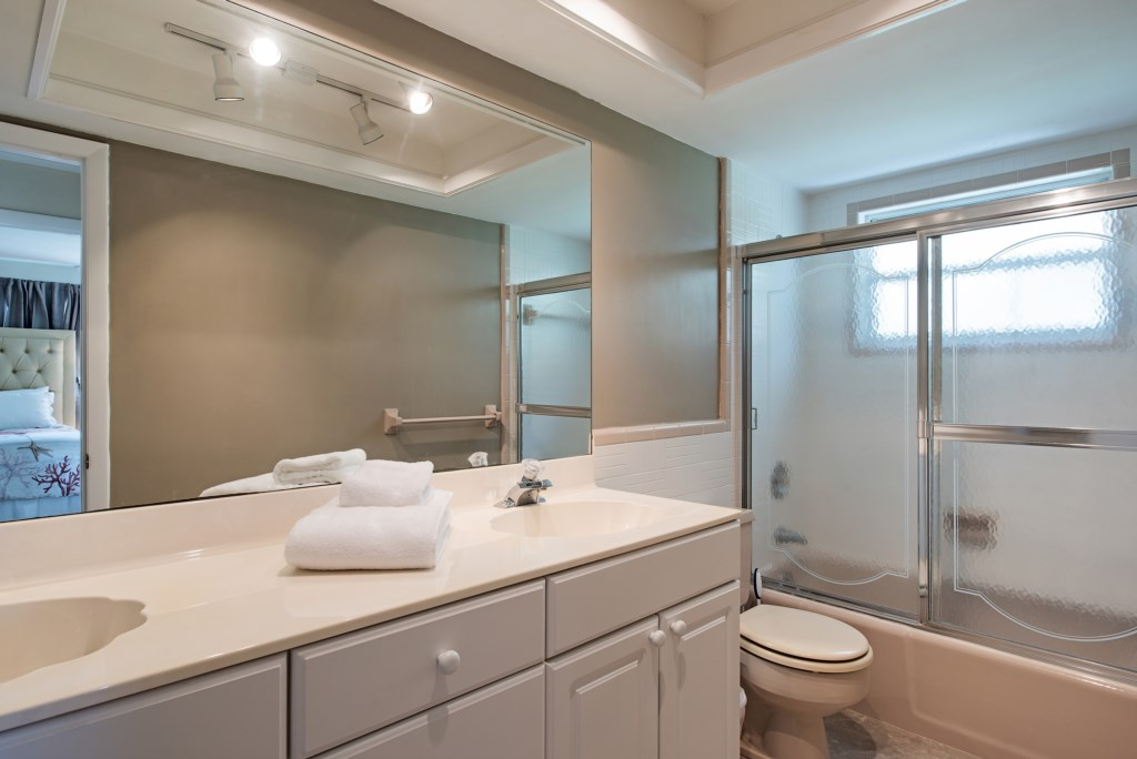 1809KingfishRoadNaplesFL-print-014-5-BathRoom-4096x2734-300dpi