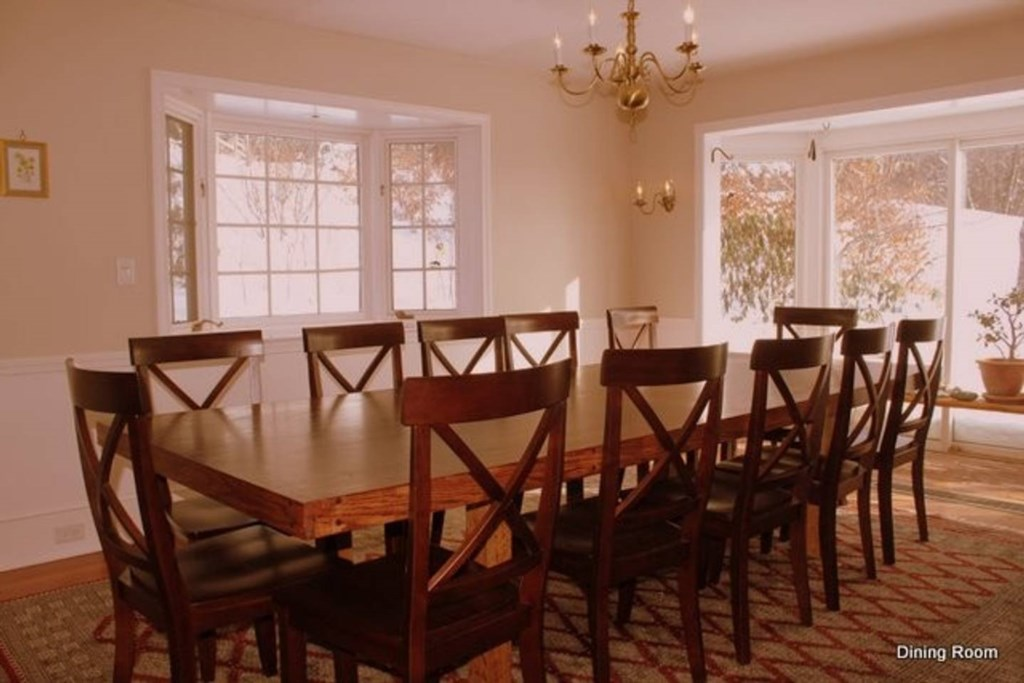 Spacious and elegant dining room