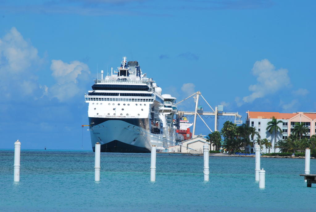 Cruise harbour Oranjestad