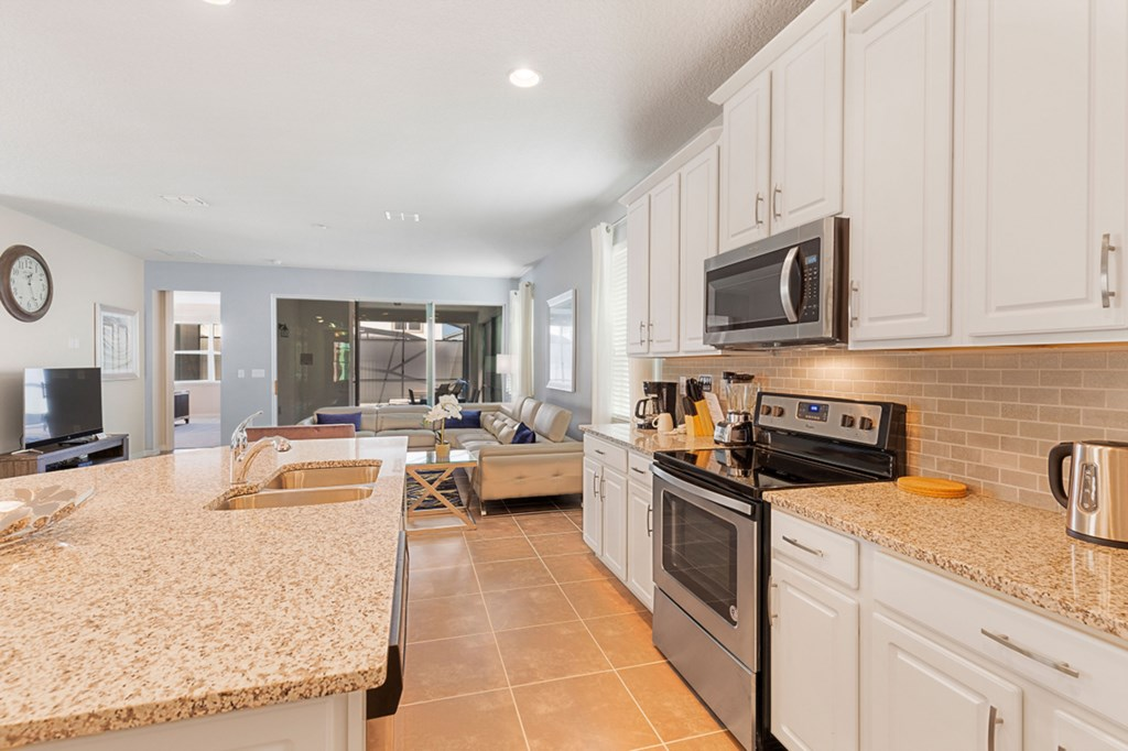 02_Fully_Fitted_Kitchen_0921.jpg