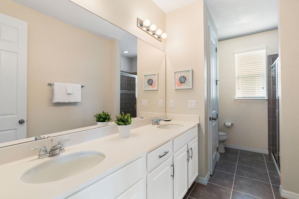 17_En-Suite_Bathroom_0921.jpg