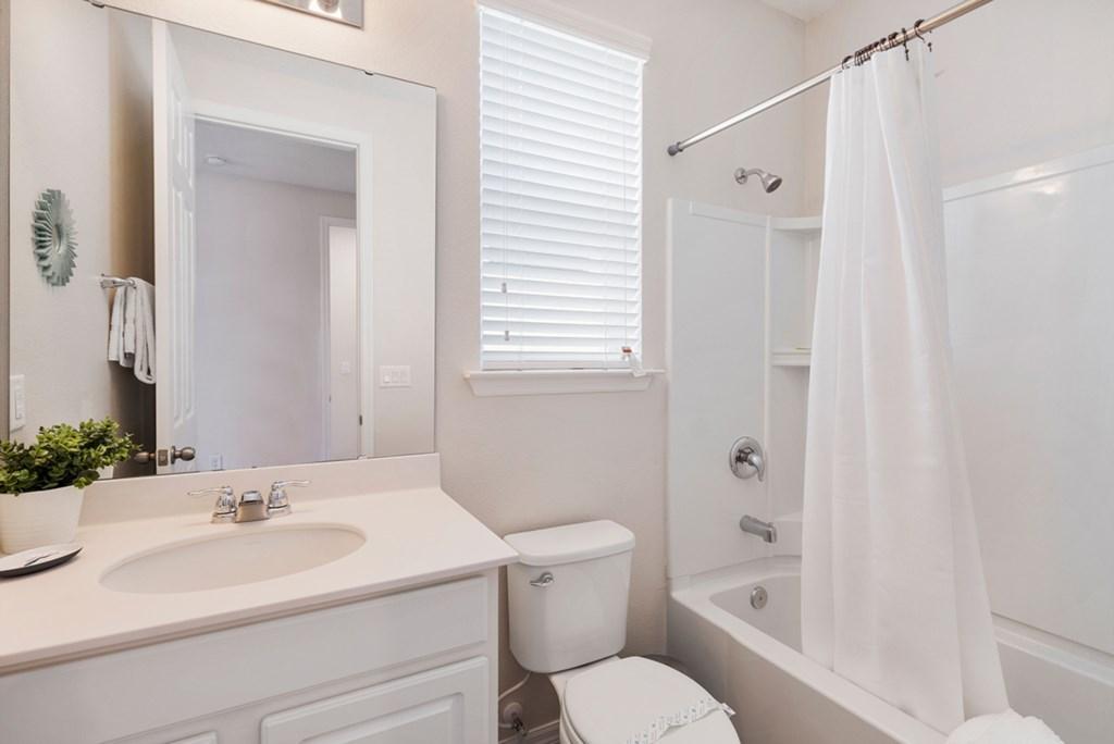 19_En-Suite_Bathroom_0921.jpg