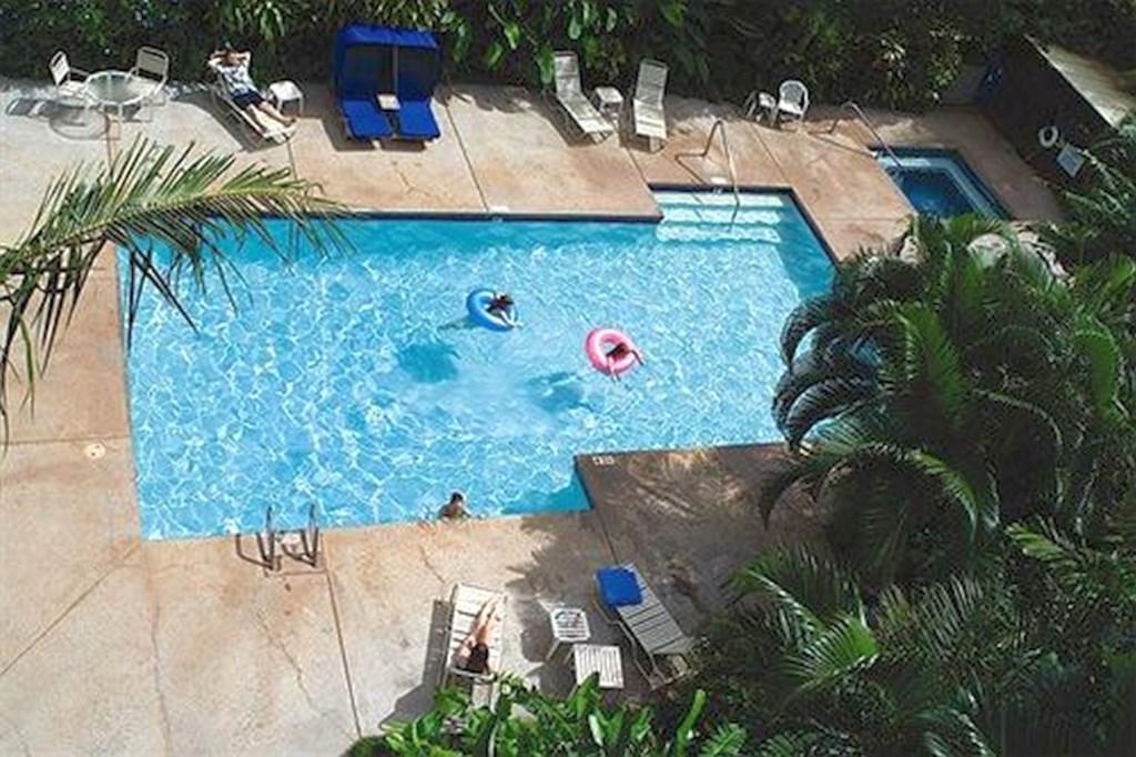 Outdoor pool_10mb_l.jpg