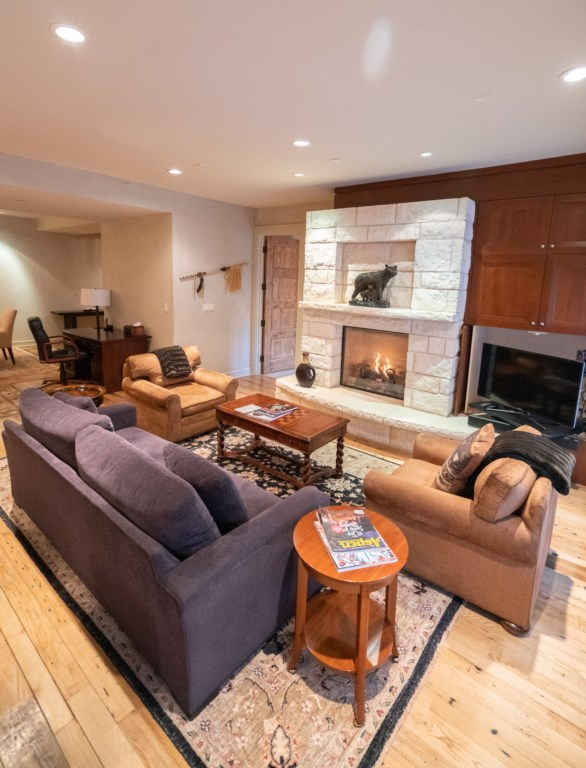 Great Room w/ Fireplace