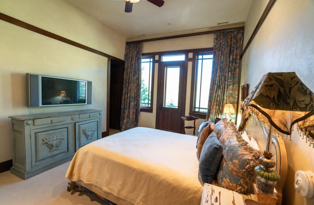 Guest Room w/ Queen