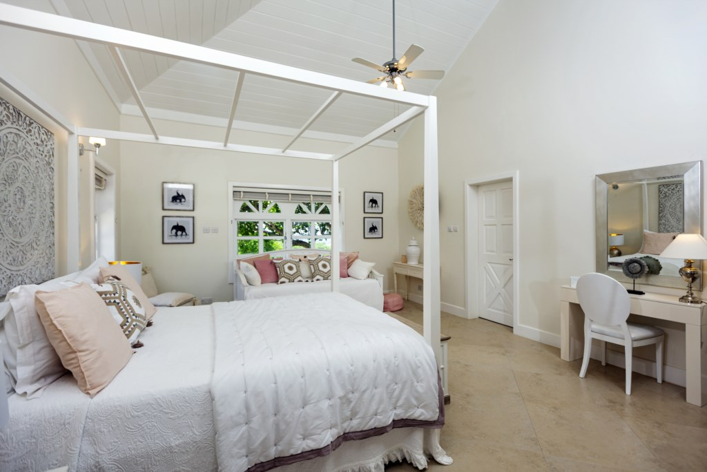 Third bedroom with queen bed and day bed.
