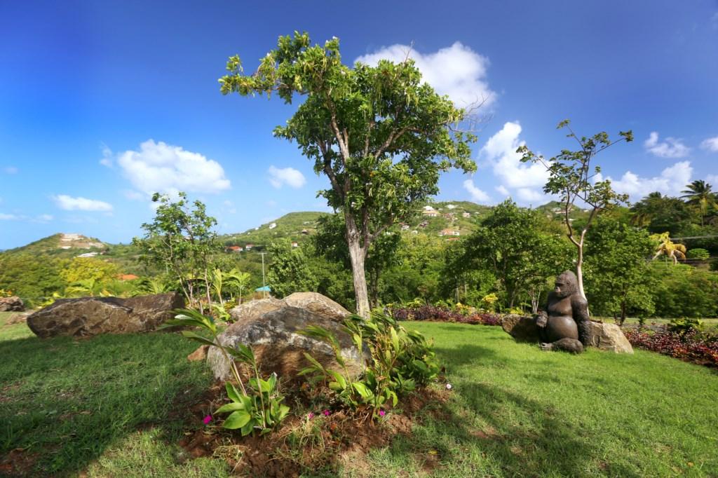 Large lush gardens to explore.