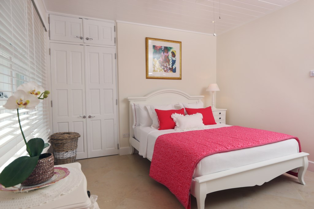 Fifth bedroom with double bed, no ensuite bath room.