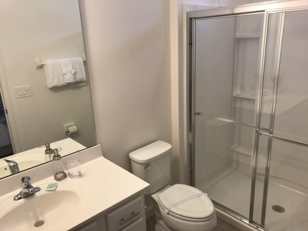 5252 Oakbourne - Bedroom 3 Ensuite Bathroom.JPG
