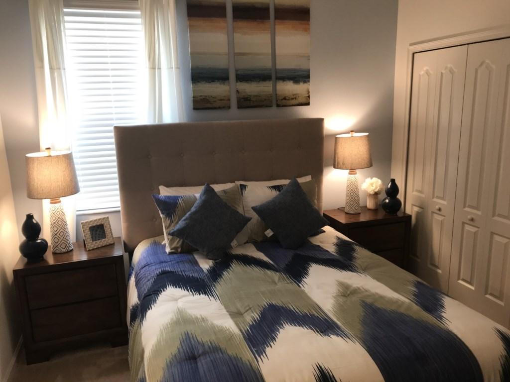 5252 Oakbourne - Bedroom 3 Queen.JPG