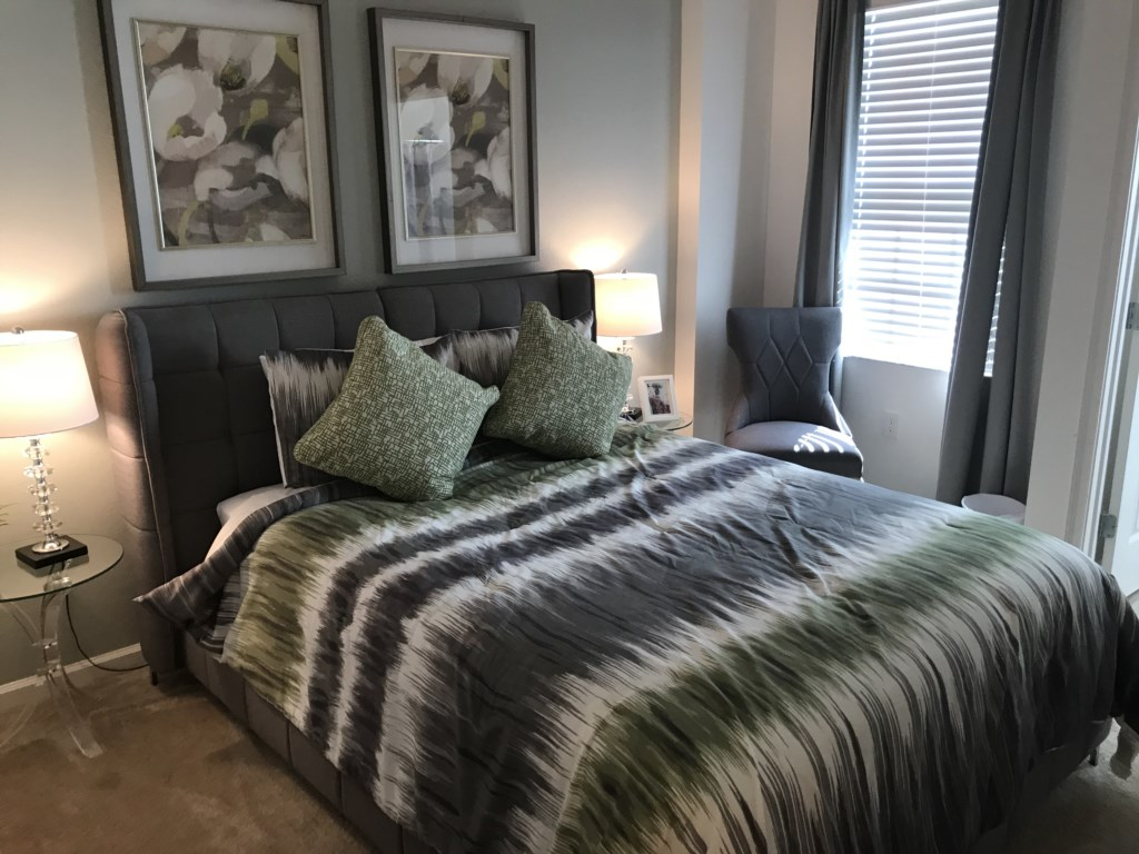 5252 Oakbourne - Bedroom 5 Queen.JPG