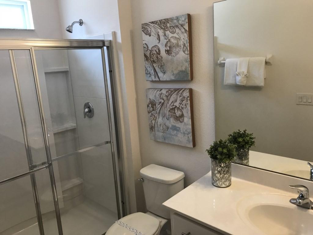 5252 Oakbourne - Bedroom 6 Ensuite Bathroom.JPG