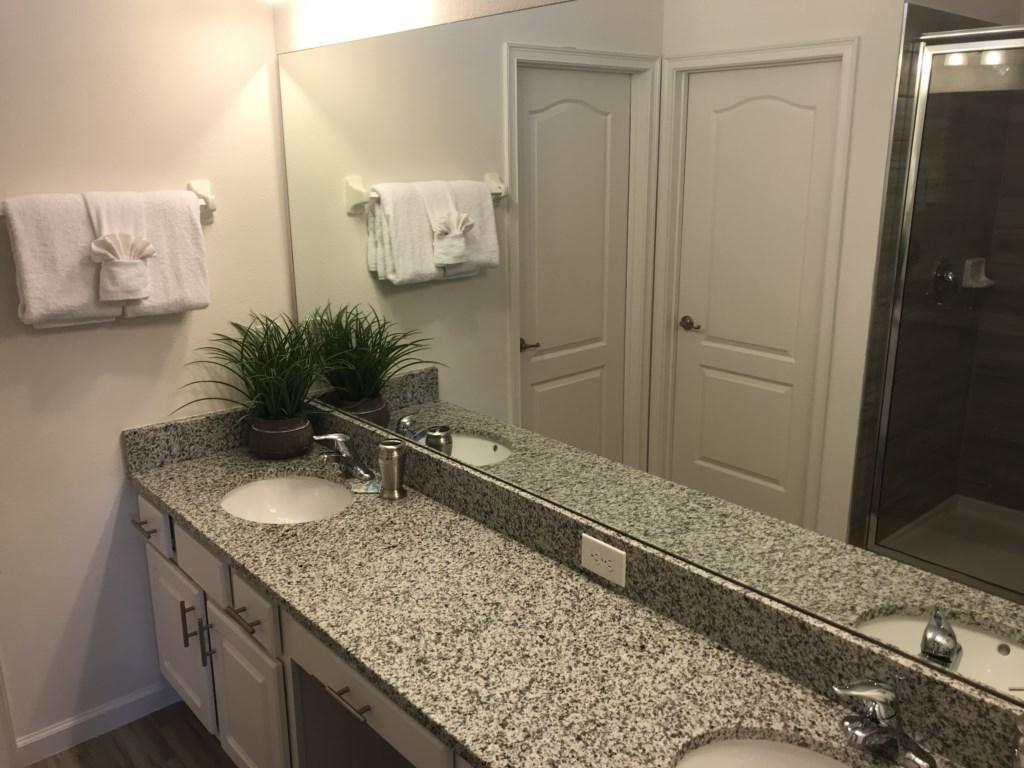 5252 Oakbourne - M. Suite 1 Ensuite Bathroom.JPG