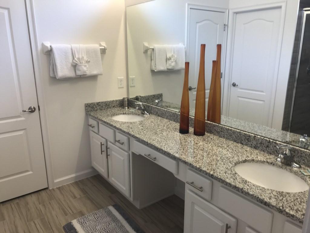 5252 Oakbourne - M. Suite 2 Ensuite Bathroom2.jpg