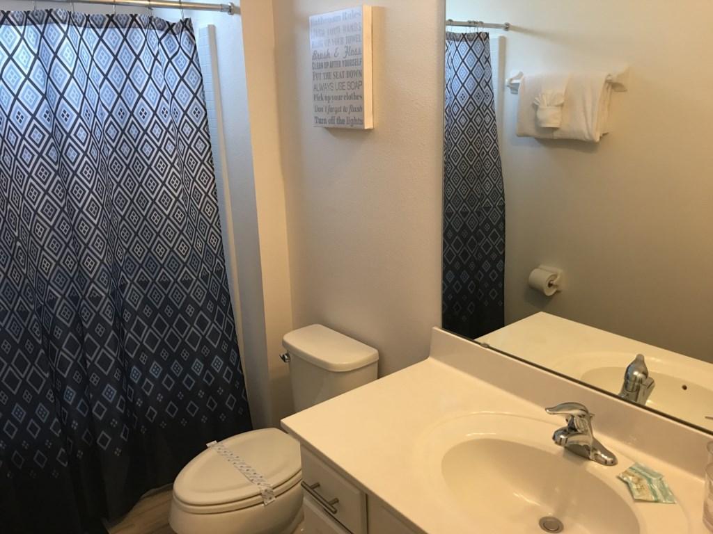 Upstairs Hallway Bathroom (B.8).JPG