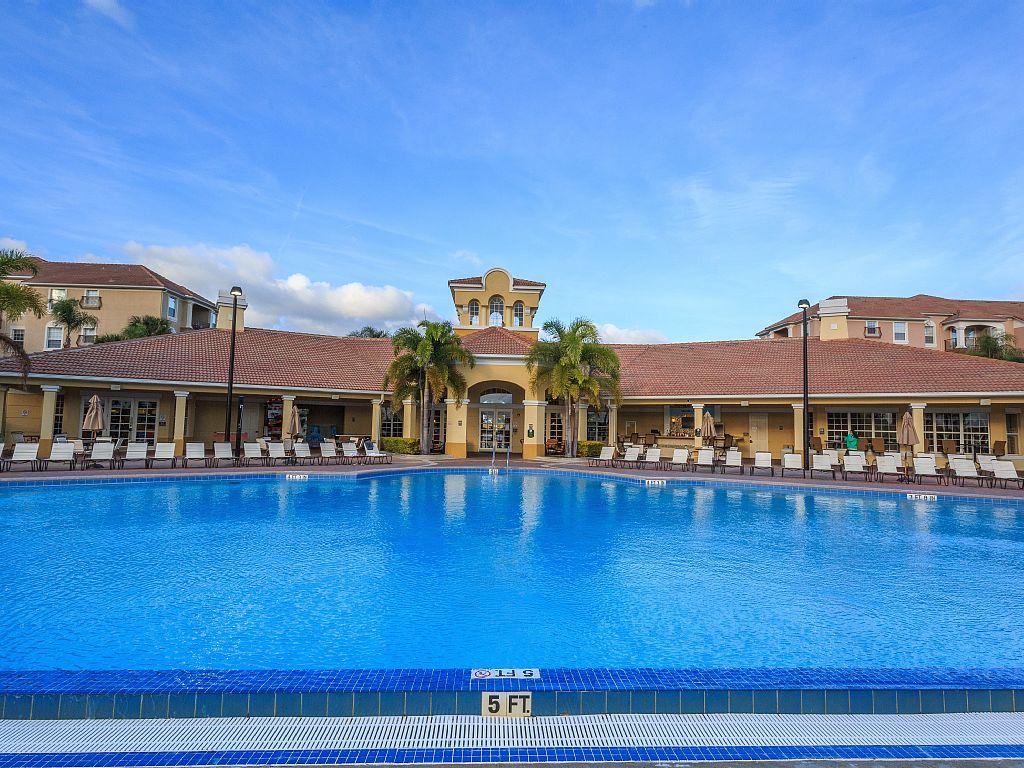 Vista-Cay-resort-pool-is-heated-October-through-April