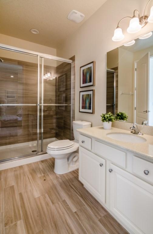BathroomDownstairs_3940_OakvilleAve_Kissimmee_FL_20170114_FL19883
