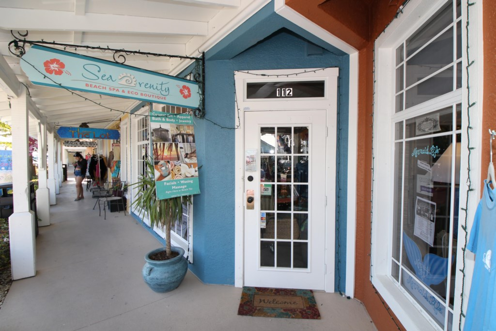 Anna Maria Island-Shopping on Bridge Street-Just A Few Minutes Walk From Our Condo