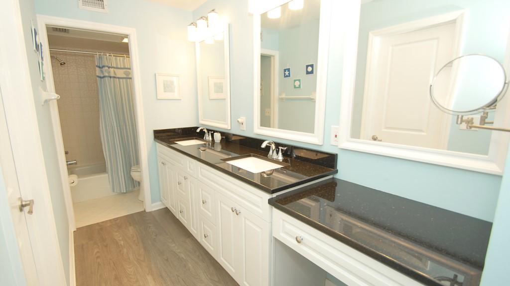 Breathtaking en-suite washroom with quartz countertops