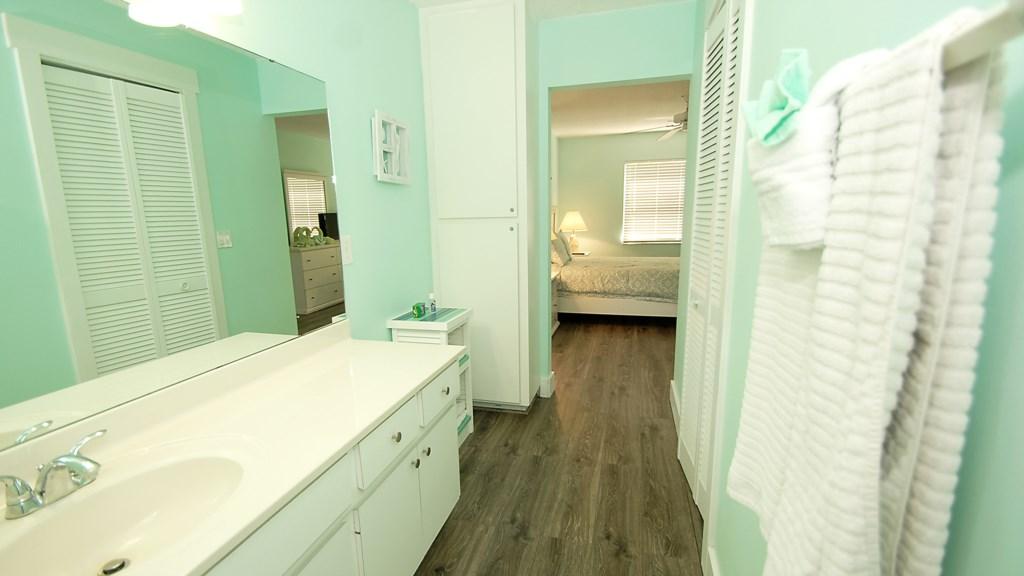 Anna Maria Island Condo - Ensuite Washroom - Master Bedroom