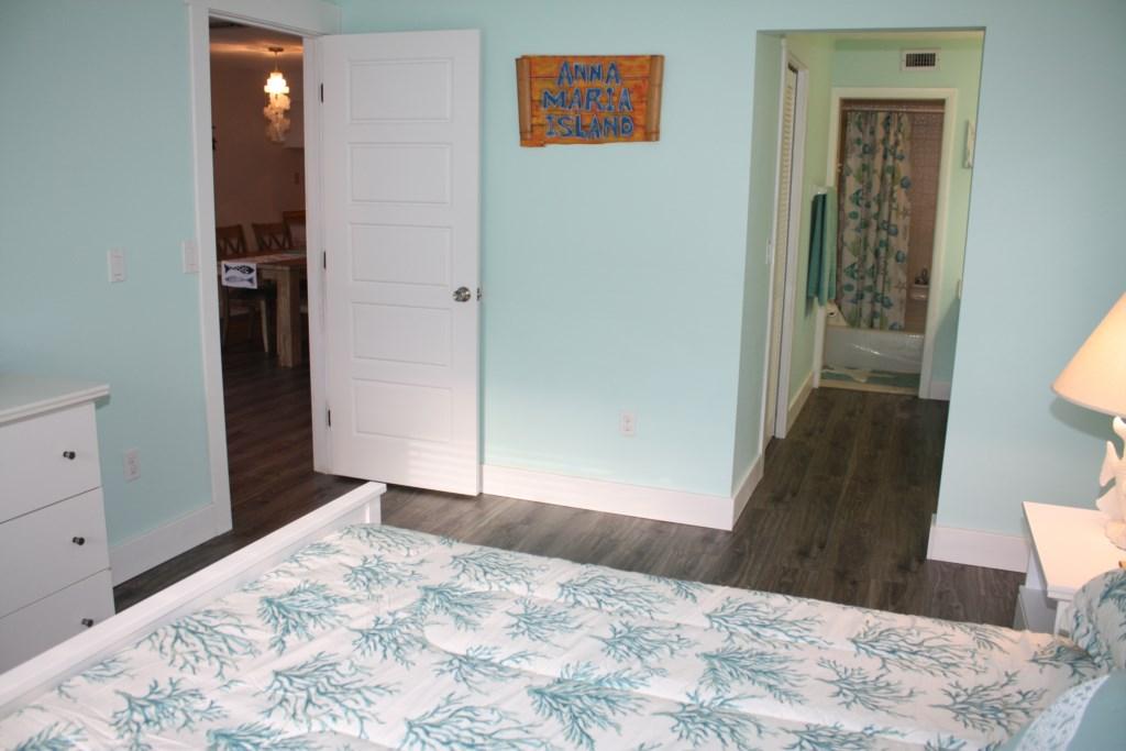 Anna Maria Island Condo - Master Bedroom - Ensuite Washroom