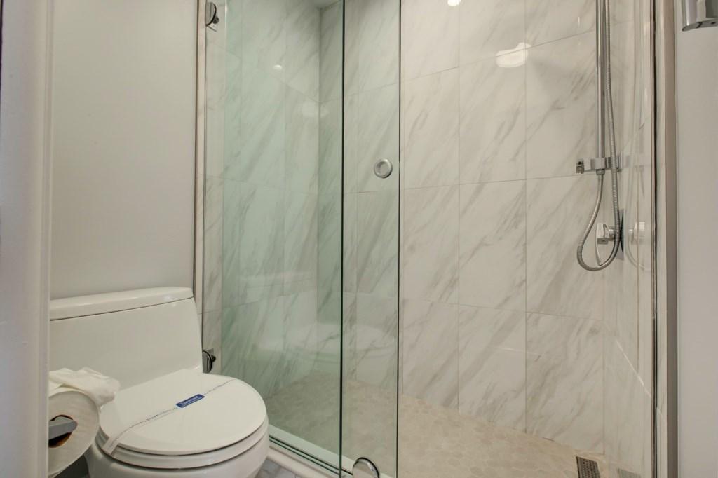 En-Suite Washrom-New Walk In Shower