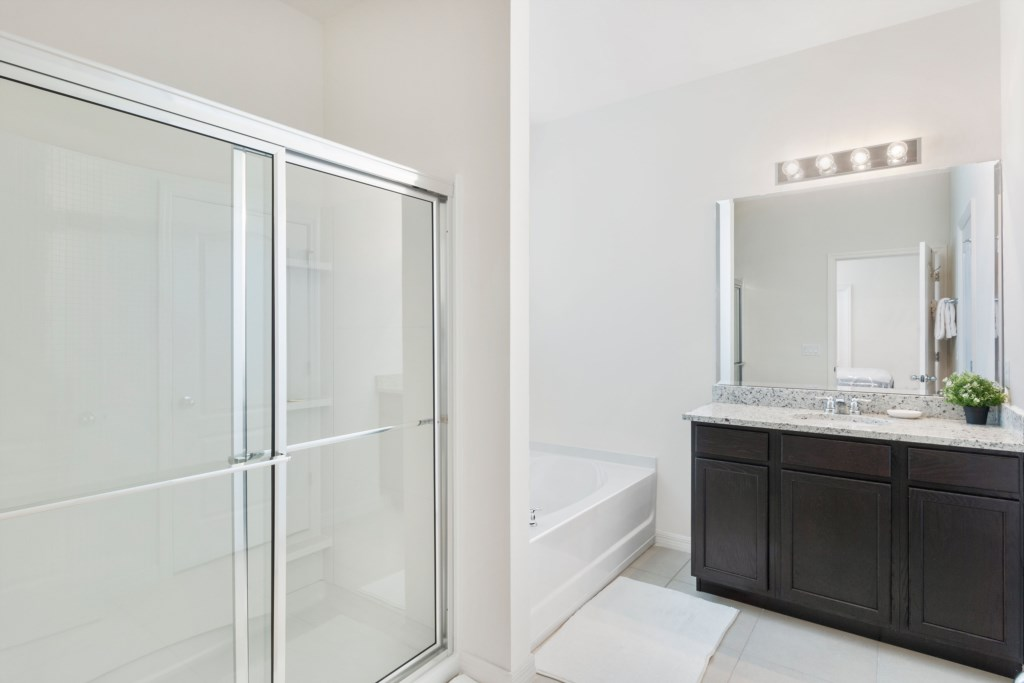 27_Bathroom_0721.jpg