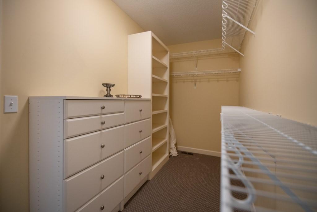 20 master-walk-in-closet.jpg
