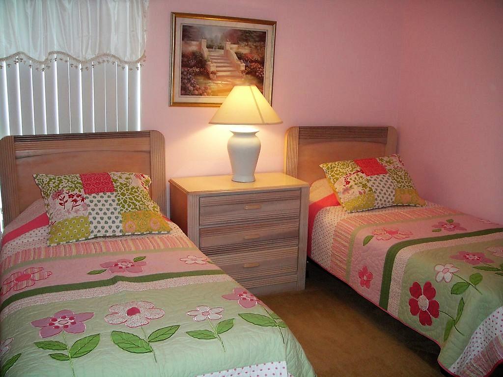 Pink Twin Bedroom.jpg