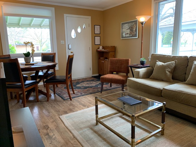Living Room and Dining Room - Parkview Cottage - Niagara-on-the-Lake