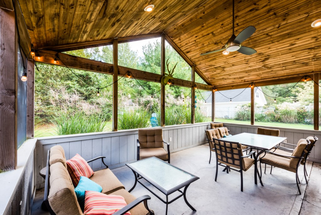 Spacious Screened-in Porch!