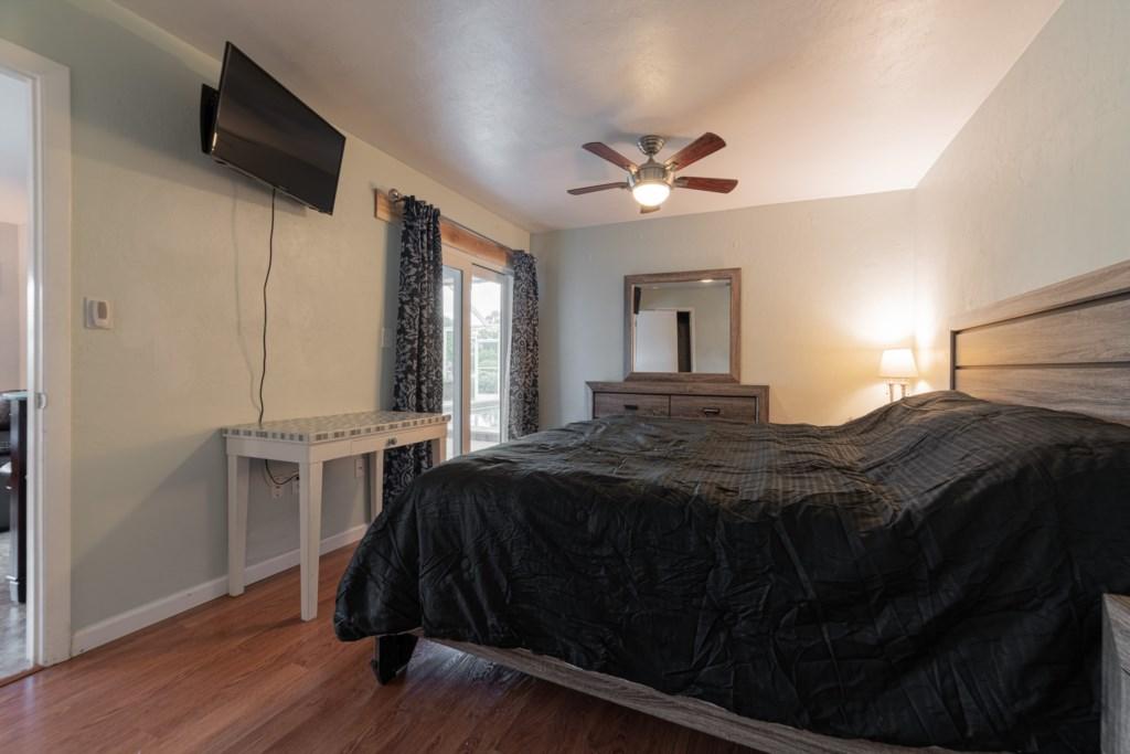 Sleeps 4 Guests in Ultimate Comfort