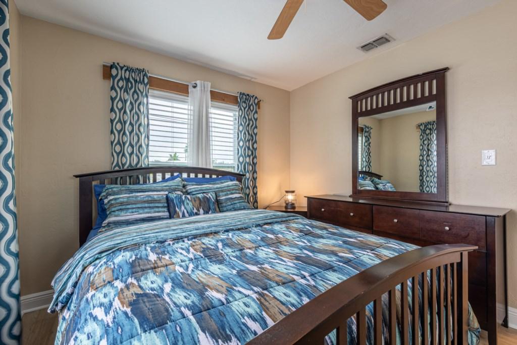 Sleeps 6 Guests in Comfort