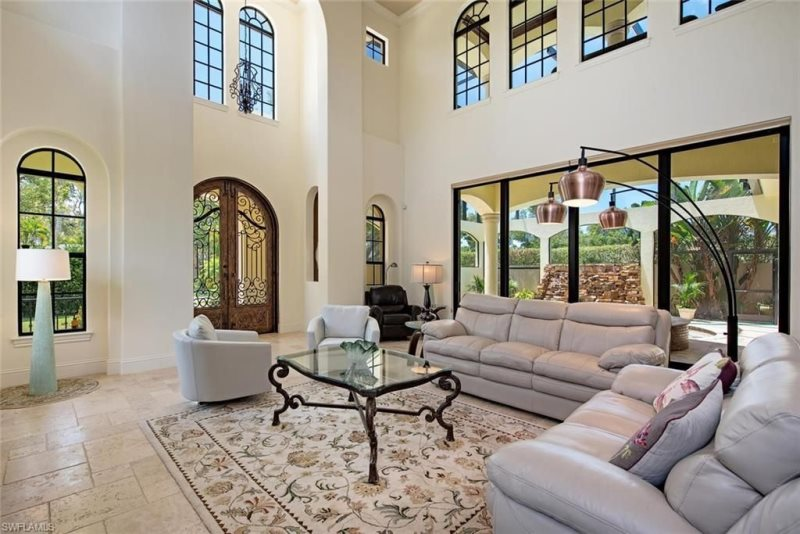 South of Broad Entry Area and Living Room, High Ceilings, Open and Bright