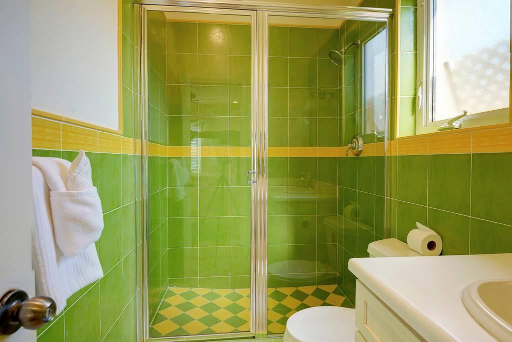 bathroom full double 2.jpg