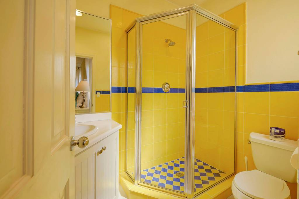 king room blue bathroom.jpg