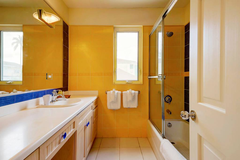 king room yellow view bath.jpg