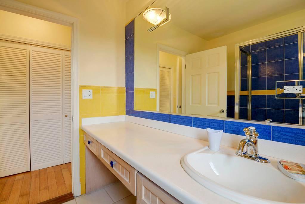 king view yellow bath 2.jpg