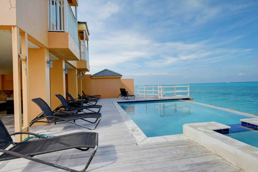 6 Bedroom Oceanfront Beach House w/ Infinity Pool