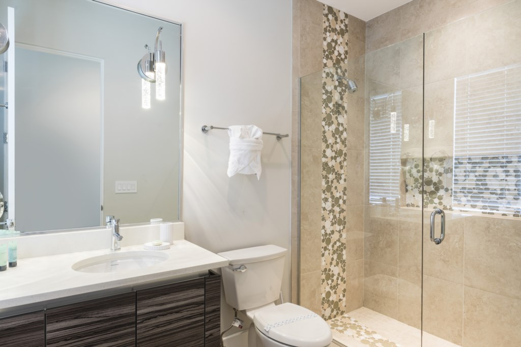 Bathroom4.jpg Disney Vacation Homes Reunion Resort.jpg