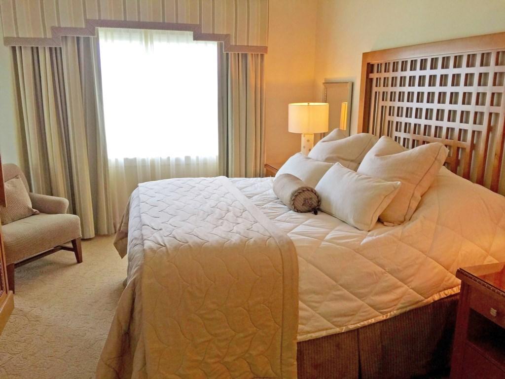 Centre Court Ridge master bed 2 1017.jpg