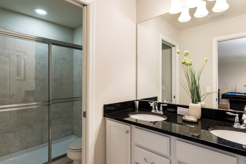 Bathroom 4.jpg