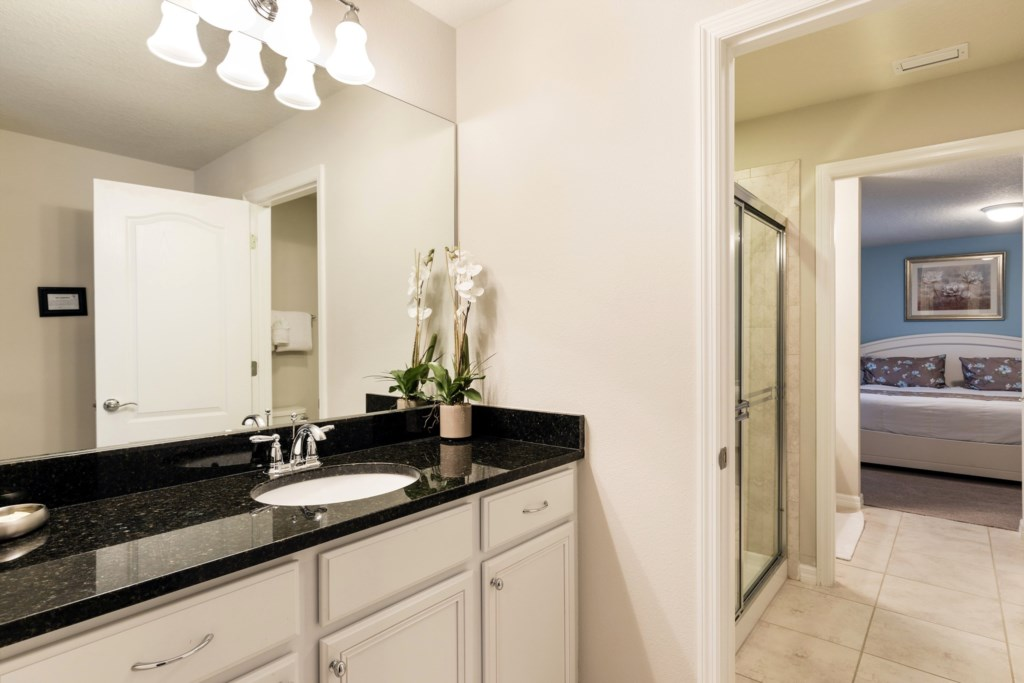 Bathroom 5-1.jpg